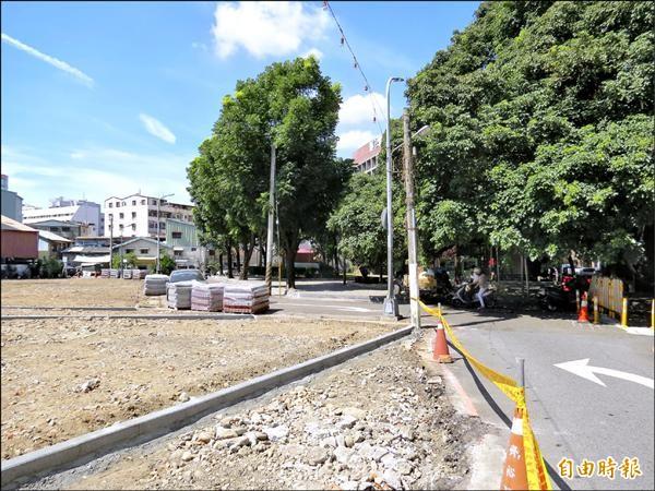 建商在圖中空地進行簡易綠美化後,即開放公眾使用。(記者張菁雅攝)