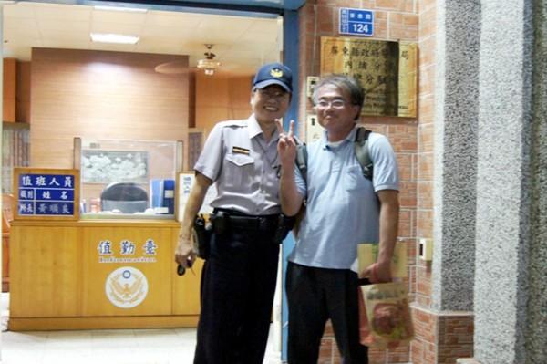 日籍旅客讚台灣警察是台灣最棒的導航!(記者邱芷柔翻攝)