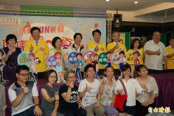 南市推出暑期青少年系列活動,高達三千多場次,台南市長賴清德歡迎青少年踴躍參與。(記者王涵平攝)