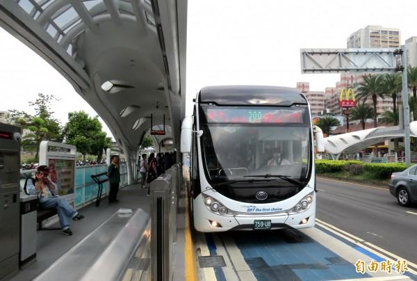 優化公車專用道將上路,市府推出懶人包,解答民眾問題。(記者張菁雅攝)