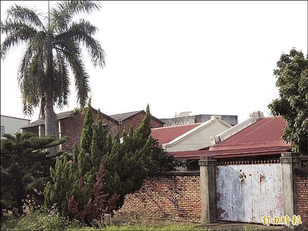 左營明德新村過去為海軍高階將領之居住聚落。(記者蔡清華攝)