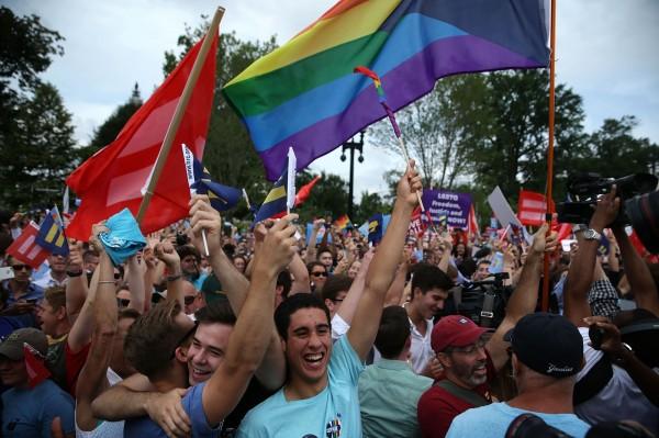美國最高法院裁決,同性戀婚姻是適用全美50州的法律,代表全美國各州都必須核准同性戀婚姻。(法新社)