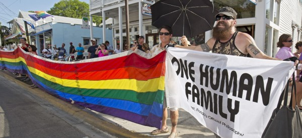 美國通過同性婚姻在全美合法化,民眾開心上街慶祝。不過美國最高法院是以5比4票通過,不贊成的4名大法官也有其理由。(歐新社)