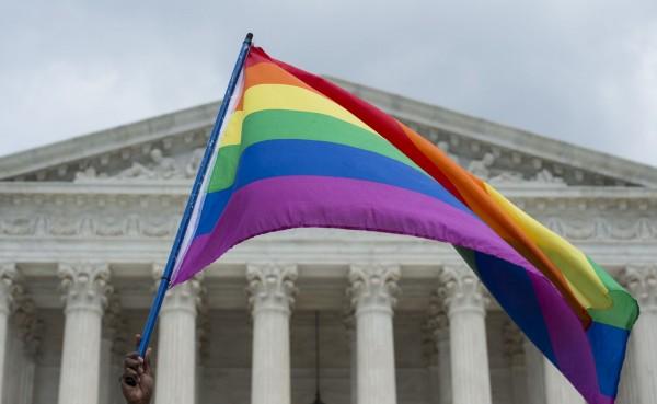 美國最高法院26日以5票贊成比4票反對,通過同志婚姻適用於全美50州,讓全美同志不論身處何州都能結婚,也同樣享有異性婚姻所擁有的權利。(法新社)