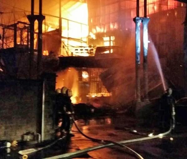 今年1月桃園新屋保齡球館大火後,市長鄭文燦宣布發放危險職務加成。 (資料照,記者鄭淑婷翻攝)