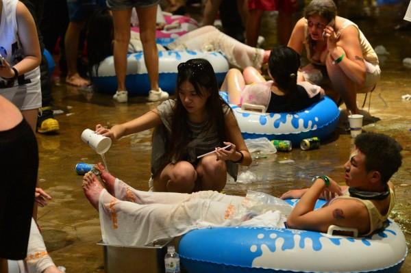 新北市八仙樂園昨晚發生粉塵爆炸意外,逾500人受到輕重傷。(記者王藝菘攝)