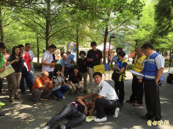 台灣觀光遊樂區協會於泰雅渡假村舉辦緊急救護研習。(記者佟振國攝)