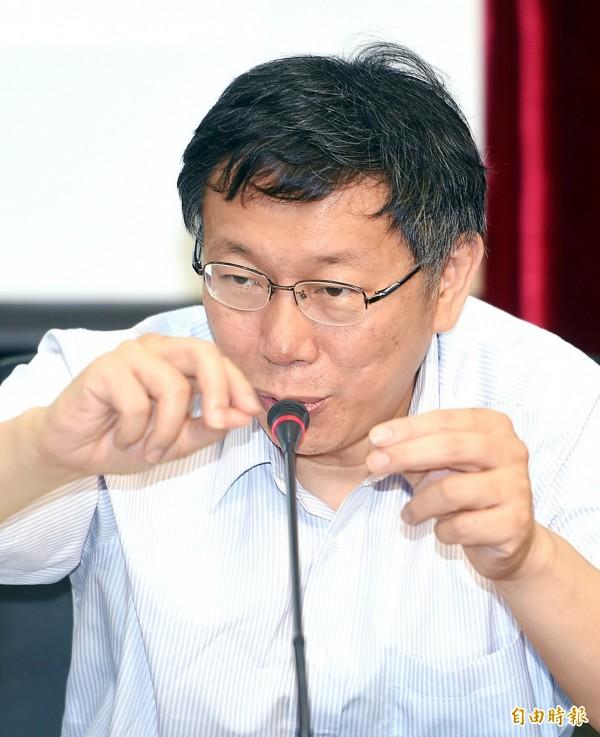 台北市社會局29日舉行「拼出夢想缺e不可」民間企業捐贈儀式及活動開跑記者會,市長柯文哲應邀出席,並接受媒體記者提問。(記者方賓照攝)