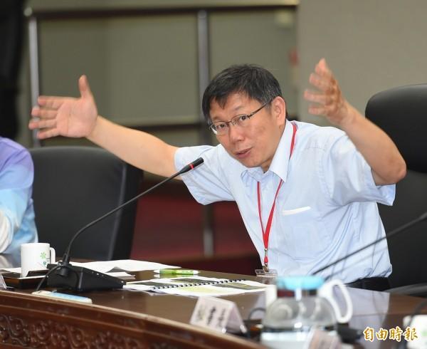 台北市長柯文哲透露,去年選舉可以勝選,除了天分、運氣之外,還有努力與勇氣,鼓勵年輕人不要老是想著「下一次」,做就對了! (資料照,記者張嘉明攝)