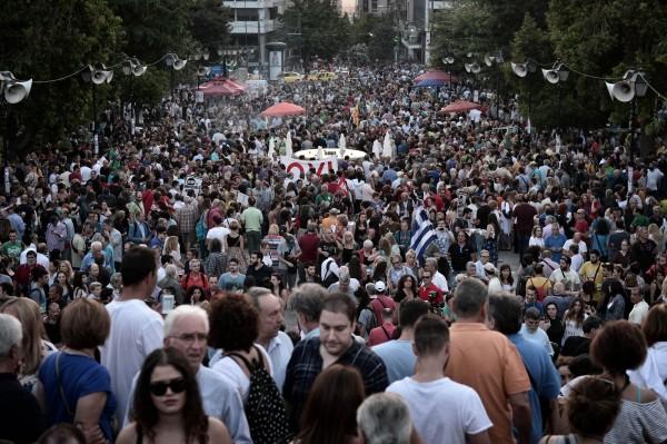 在希臘首都雅典和第2大城第撒隆尼基,有上萬人走上街頭。(法新)