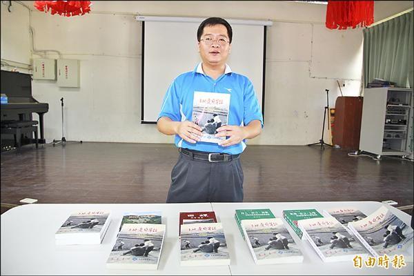 客家詩人邱一帆歷年創作頗豐,也是當前華語世界中,唯一堅持以客語創作的詩人。(記者鄭鴻達攝)