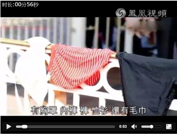帶家人到香港迪士尼玩的李先生目擊一名中國大媽在遊樂園曬內衣褲。(圖擷自鳳凰視頻)