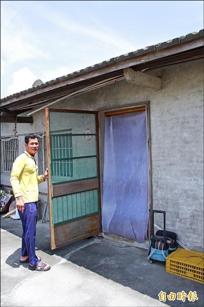絨毛粉塵的污染猶如沙塵暴,家家戶戶都門窗緊閉,加強防塵措施。(記者陳冠備攝)