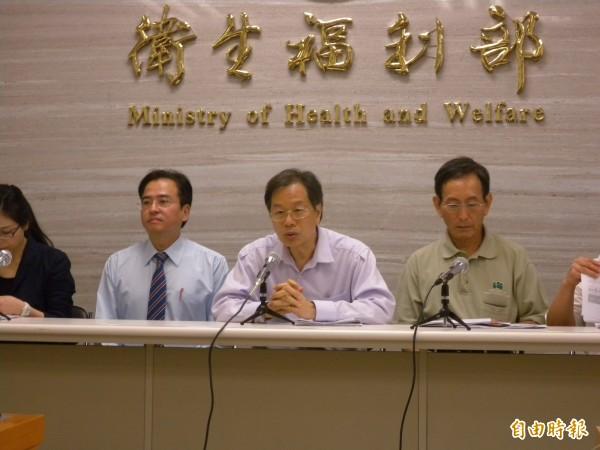 衛福部公布病危數字,從昨天的211人增加到230人。(記者吳亮儀攝)