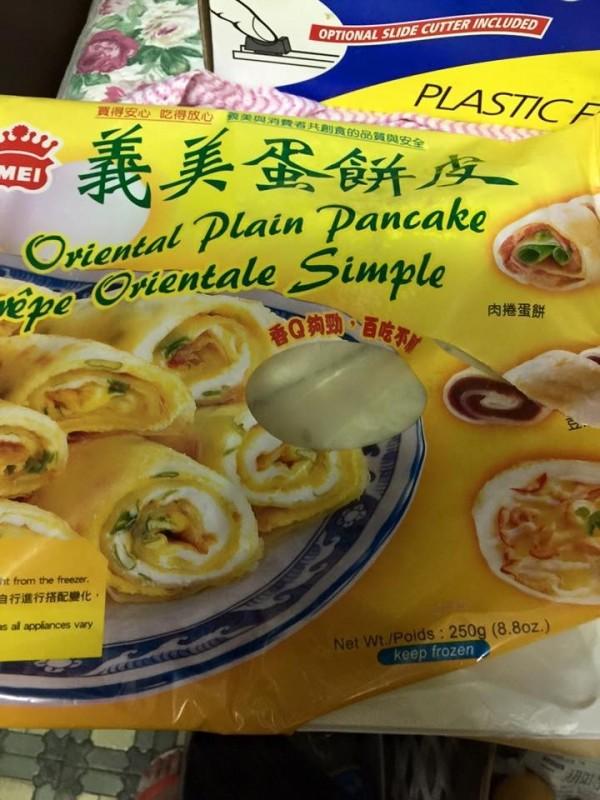 網友PO文說,買到發霉義美蛋餅皮。(擷取自臉書社團通霄也串起八)