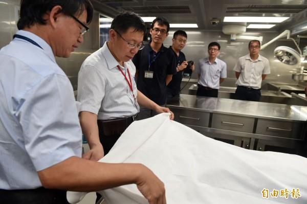 台北市長柯文哲今天表示,在台大醫院服務20多年,他開始領悟醫師最大的敵人不是病人的死亡,而是病人的痛苦,「醫生不是神,只不過像是生命花園的園丁」。(記者簡榮豐攝)