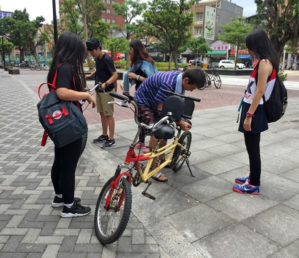 私人自行車租借業者憂心業績大受影響,須提供更多樣化服務吸引客人上門。(記者郭顏慧攝)