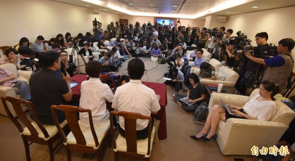 被爆罹癌,國民黨準總統參選人洪秀柱今天上午針對自己健康情召開記者會。(記者劉信德攝)