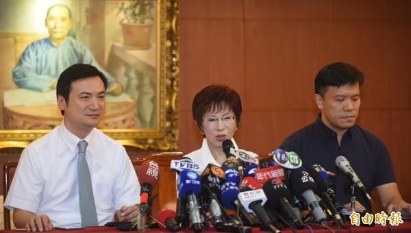 國民黨準總統參選人洪秀柱今早舉行記者會坦承,確實在民國100年發現罹癌。(記者劉信德攝)
