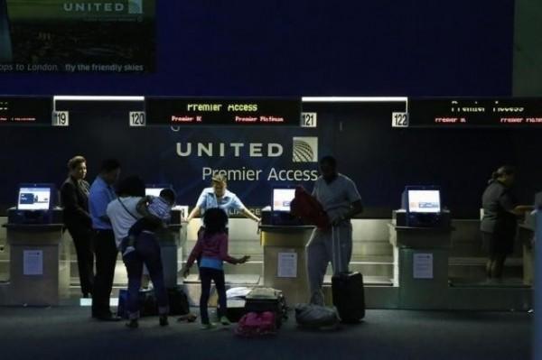 美國聯合航空公司電腦系統大當機,導致所有航班被迫停飛。(路透)