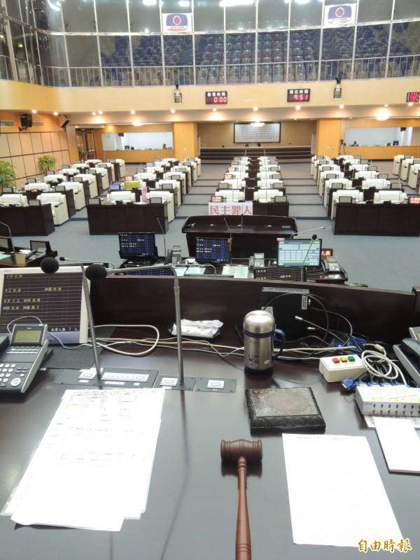 南市議會市政總質詢,議場呈現空盪盪。(記者洪瑞琴攝)