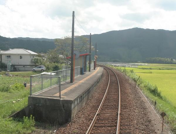 位於高知縣的若井車站月台。(圖片擷取自維基百科)