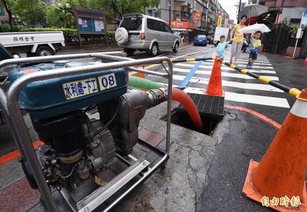 昌鴻颱風逐漸逼近,傳出停電災情也擴大。(記者廖振輝攝)