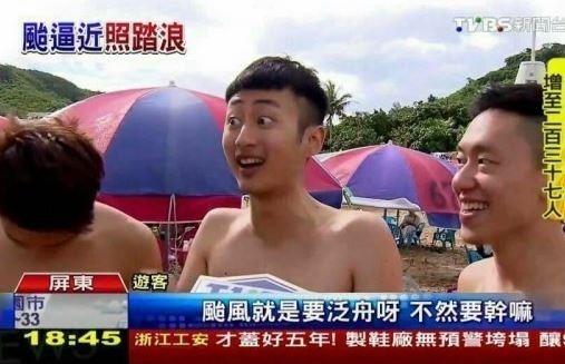 「泛舟哥」張吉吟因一句「颱風天就是要泛舟啊!不然要幹嘛」爆紅。(截自TVBS)