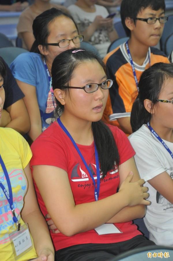 2度參加海外華裔青年英語夏令營活動的賴怡文,去年活動後參加英文朗讀比賽拿到全縣第2名。(記者黃美珠攝)