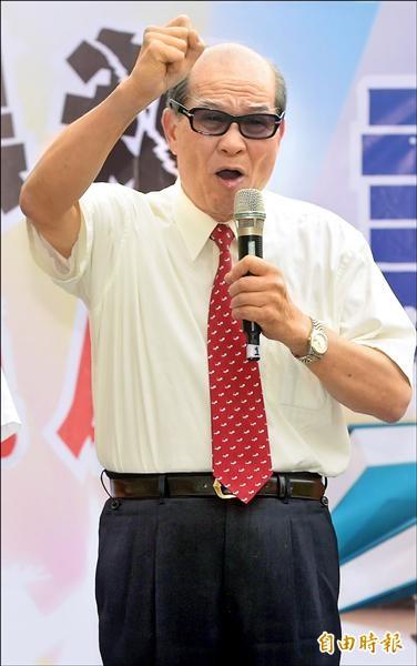 台聯主席黃昆輝昨出席「反黑箱課綱音樂會」,盼教育部長吳思華勿成馬英九推動中國思想的打手。(記者王敏為攝)
