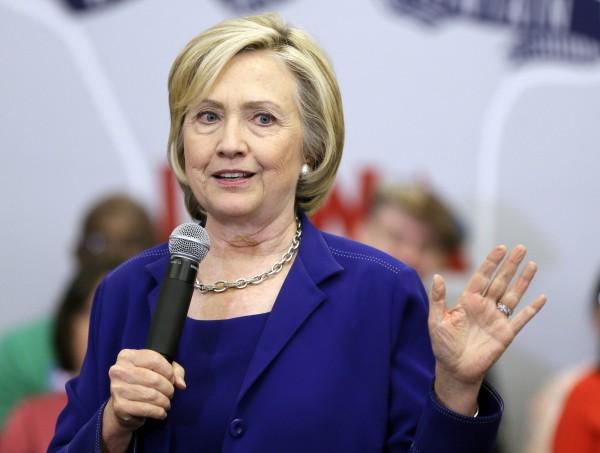 希拉蕊公開她競選統經濟政見,積極向中產階級靠攏,包括富人增稅、增加工資、婦女有薪育嬰假等(美聯社)
