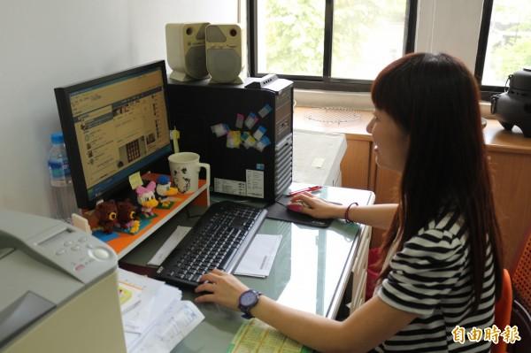 雲林縣警局要與網民交朋友,各分局努力經營臉書粉絲頁。(記者詹士弘攝)