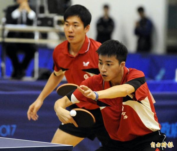 黃聖盛(左)、江宏傑(右)。(記者王捷攝)