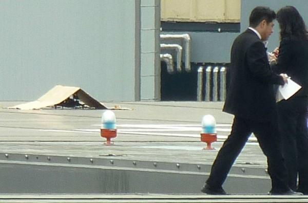 日本首相官邸今年4月下旬出現一架小型無人機掉到屋頂一事,一度造成官邸緊張。(資料照,路透)