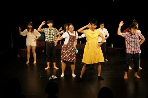 讓高中生體驗戲劇魔力(圖由台南大學提供)