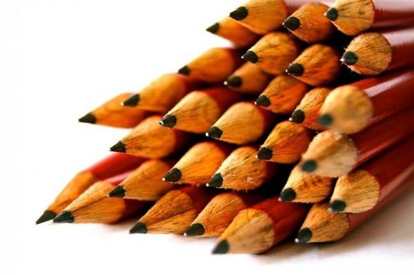 日本學生逐漸以2B鉛筆做為主要書寫工具。(取自Pixabay)