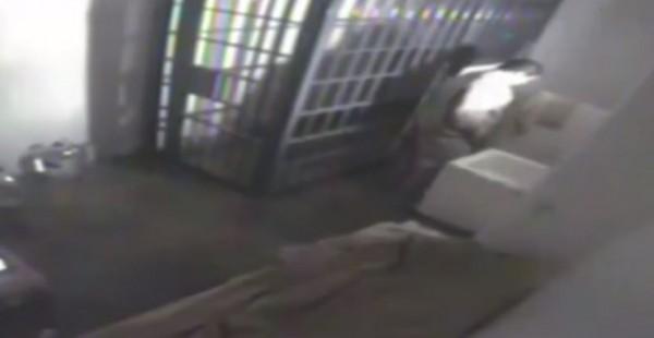 古茲曼越獄前畫面。(圖片取自YouTube)