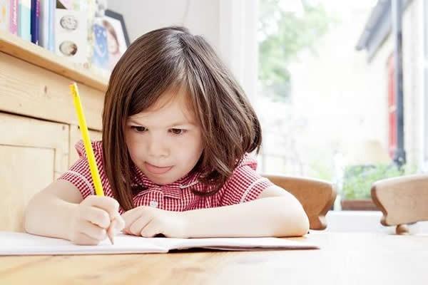 鉛筆通常是孩童人生中最早拿到的文具之一。(取自網路)
