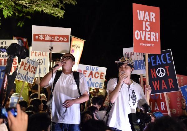 許多年輕人加入抗議遊行行列。(法新社)