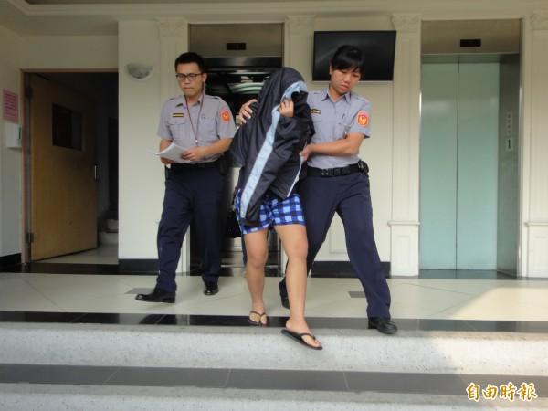 海山警分局將印傭帕迪瑪依業務過失致死罪嫌法辦。(記者吳仁捷攝)