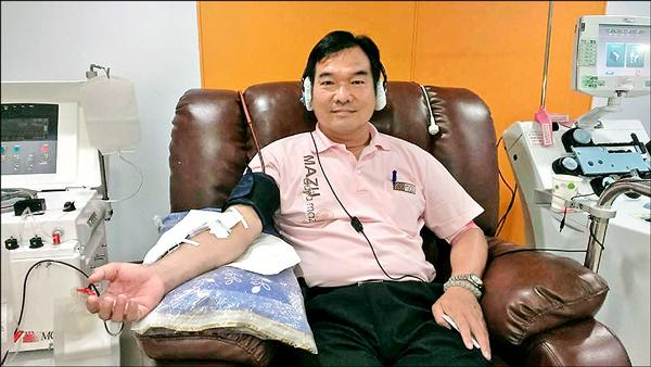賴義鍠長年茹素,捐血超過30年。(賴義鍠服務處提供)
