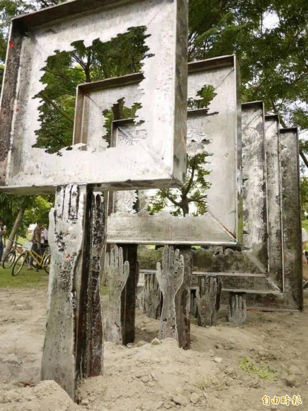 被無預警拆除的「另一種風景」雕塑作品原貌。(記者廖淑玲攝)