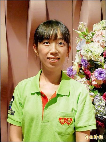 新北家扶展愛志工陳雅萍服務13年,陪伴弱勢孩子成長。(記者陳韋宗攝)