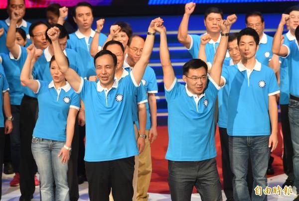 中國國民黨今天召開第19次全國黨代表大會,黨主席朱立倫與黨提名立委參選人人一同造勢。(記者張嘉明攝)