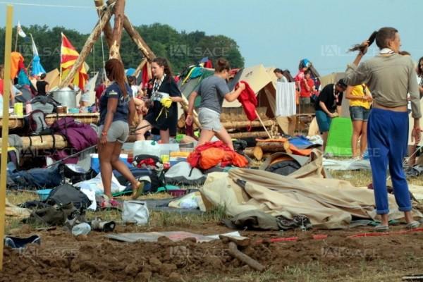 法國東部的史特拉斯堡附近,有1萬5000名童子軍於18日到當地露營時,竟遭遇強烈暴風雨。(圖擷自lalsace.fr)