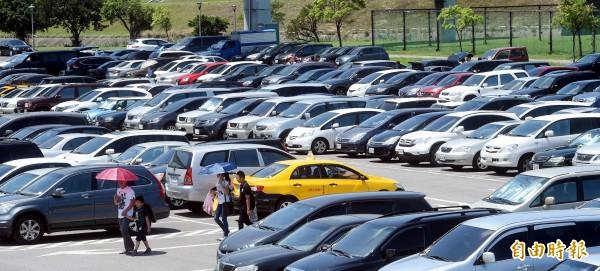 台北市長柯文哲未來擬仿日本政策,買車需自備停車位。有媒體指出,信義區某豪宅的停車位價格高達820萬元。(資料照 記者方賓照攝)
