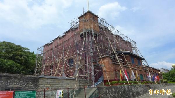 國定古蹟紅毛城目前正在進行修繕工程。(記者李雅雯攝)