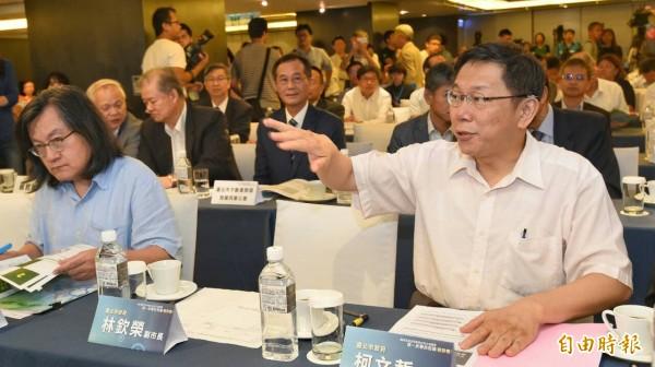 台北市長柯文哲下午於公有土地聯合招商座談會,被媒體問到台北、上海雙城論壇進度。(記者劉信德攝)