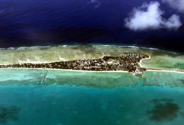 吉里巴斯由珊瑚礁島組成,即將面臨滅頂危機。(取自網路)