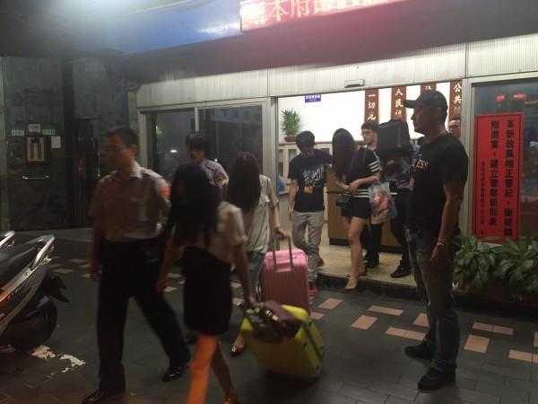 警方查獲應召站招攬中國女以觀光名義來台賣淫。(記者劉慶侯翻攝)